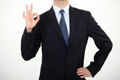 La comunicación corporal. A principios de los años 70, el psicólogo americano Paul Ekman demostró que la idea comúnmente aceptada de que las emociones eran un reflejo exclusivamente cultural, era errónea. El científico confirmó que los seres humanos tenemos seis emociones básicas independientes de los factores culturales. También demostró que estas emociones tienen su reflejo en el rostro. Las emociones básicas son: tristeza, sorpresa, alegría, repugnancia, ira y miedo.