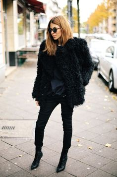 Fluffy Jacket / Black Jeans / Ankle Boots / All Black Outfit - Maja Wyh Street Looks, Street Style, Fall Winter Outfits, Autumn Winter Fashion, Passion For Fashion, Love Fashion, Net Fashion, Fashion 2018, Style Fashion