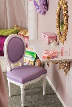 Habitación de niña con tocador : Habitación de niña con tocador. Un mueblefantástico para cuando se hacen mayores. Si te estás planteando la renovación del dormitorio infantil, y quieres