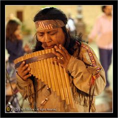 Pan flute I love going to the old market in San Antonio .The pan flutists are always playing! Native American Music, Native American Photos, Pan Flute, Make A Joyful Noise, Essential Oil Uses, Flutes, San Antonio, Nativity, Musicals