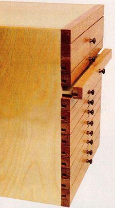 Saw Blade Storage Box - Canadian Woodworking Magazine Woodworking Tools List, Woodworking As A Hobby, Woodworking Magazine, Woodworking Projects Plans, Woodworking Bandsaw, Canadian Woodworking, Carpentry Projects, Woodworking Apron, Woodworking
