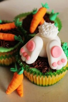 Easter Carrot Cupcakes, Easter bunny vanilla cupcakes, Easter Food ideas, Easter table decor