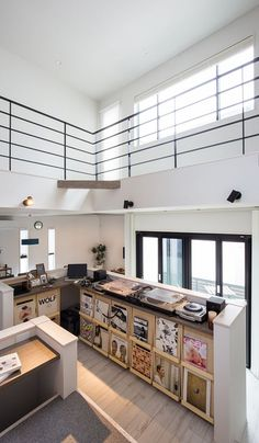 A simple house with a DJ booth and a courtyard Rose House, Up House, House Rooms, Home Studio Setup, Home Studio Music, Vinyl Cafe, Dj Table, Dj Decks, Home Music Rooms