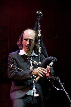 CARLOS NUÑEZ EN ARGENTINA ** 18 de Noviembre **. Teatro Coliseo. by Algo sobre la gaita gallega en Argentina, via Flickr