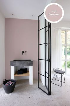 home dco Color crush: Grijs met - home Living Room Grey, Living Room Interior, Home And Living, Bedroom Colors, Bedroom Decor, Murs Roses, Pink Walls, Modern Room, My New Room
