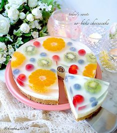 A Lemon Tart centerpiece, decorated with seasonal, thematic flowers. Who wouldn't love this spring dessert? Jelly Desserts, Cute Desserts, Asian Desserts, Jello Recipes, Cake Recipes, Dessert Recipes, Cute Food, Yummy Food, Jelly Cake