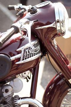 Classic #triumph #classic #vintage #vintagebikes #motorcycles #oldbikes #ridesharing