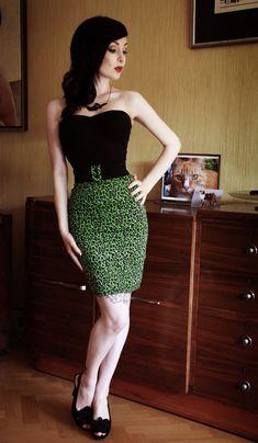 .I neeed this skirt