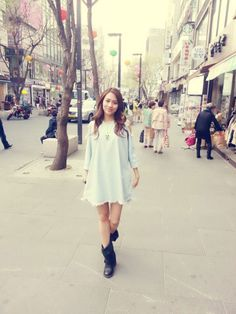 miss As Fei strolls around the streets of Seoul
