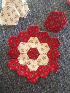l started making these hexagon's about 2 weeks ago.      But lets back up a bit. l saw an antique hexagon quilt in October last year.   I...