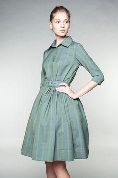 Emerald green dress custom dress button up dress by mrspomeranz Woolen Dresses, Wool Dress, Midi Shirt Dress, Collar Dress, Vintage Style Dresses, Vintage Inspired Dresses, Vestidos Color Verde Esmeralda, Vestidos Retro, Emerald Green Dresses