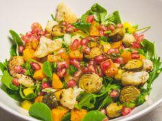 Salat mit Granatapfel, geröstetem Kürbis, Rosen- und Blumenkohl | The Vegetarian Diaries