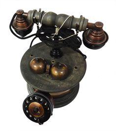 Antigo telefone com sino