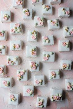 Vanilla Petit Fours Petit Four Cake Recipe, Petit Fours Recipe Easy, Petit Four Icing, Petit Cake, Almond Petit Fours Recipe, Petifores Recipe, Icing Recipe, Mini Desserts, French Desserts