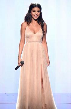 selena-gomez-performs-at-2014-american-music-awards-in-los-angeles_3.jpg (1200×1847)