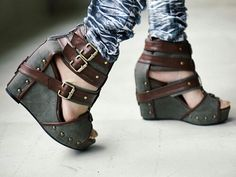 I love steampunk! Shoes,books,jewelry, useless trinkets, I want them all!!!