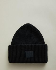 Made from premium materials, our unisex cold weather accessories offer refined warmth this season. Discover hats, scarves, gloves and socks crafted with quality wool and cashmere from Acne Studios, Jil Sander & WANT Les Essentiels. Explore our selection to complete your winter look or to gift to a loved one.