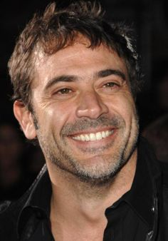 A smiling Comedian! Jeffrey Dean Morgan was perfect in Watchmen, And Supernatural, And The Loosers! Great actor.
