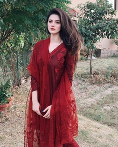 Pakistani Fashion Casual, Pakistani Dresses Casual, Pakistani Dress Design, Casual Dresses, Fashion Dresses, Fancy Dress Design, Bridal Dress Design, Stylish Dress Designs, Indian Designer Outfits