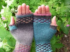 Mim's Magic Mitts pattern by kim mac donald - KİNİTTİNG Knit Stitches For Beginners, Knitting Stitches, Knitting Patterns, Beginner Knitting, Knitting Ideas, Knit Mittens, Knitted Gloves, Wrist Warmers, Hand Warmers