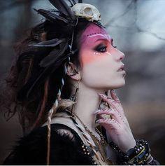 Our amazing sister Rosaria with her pagan makeup on fleek! Maquillaje Halloween, Halloween Makeup, Halloween Halloween, Vintage Halloween, Halloween Costumes, Krieger Make-up, Viking Makeup, Warrior Makeup, Tribal Makeup