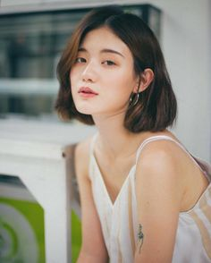 簡約感的時尚穿搭,這位來自泰國的女生,不僅超會穿更充滿文藝氣息,這樣的女生真的好有魅力呀 - PopDaily 波波黛莉的異想世界