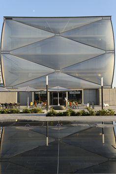 Le Nuage de Philippe Starck. El edificio hinchable para la vida sana.