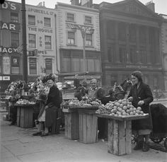 Fadó Fadó: Irish Memory: Old Dublin Photographs - selling fruit and veg… Old Images, Old Pictures, Old Photos, Vintage Photos, Ireland Pictures, Images Of Ireland, Old Irish, Erin Go Bragh, Photo Engraving