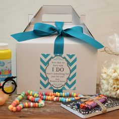 Set of 6 - Kids Wedding Boxes - ANY COLOR // Kids Wedding Favor Box // Kids Wedding Kit // Childs Activity Box // Kids Table Box - Chevron