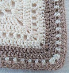 Ravelry: Maryfairy's Cream Afghan II for Catherine Granny Square Crochet Pattern, Crochet Squares, Crochet Motif, Easy Crochet, Crochet Patterns, Granny Squares, Crochet Ideas, Baby Blanket Crochet, Crochet Baby