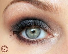 Step by step tutorial on how to create a navy smoky eye look using the Lorac Pro 2 Palette. Please visit my blog for more details.