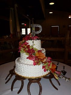 horseshoe cake stand rustic wedding