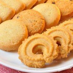 Bardzo smaczne, maleńkie krucho-maślane ciastka. Baking Recipes, Cake Recipes, Polish Recipes, Food Design, Christmas Baking, Cookie Decorating, Sweet Recipes, Sweet Tooth, Sweet Treats