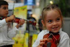 Los expertos han demostrado que la música optimiza las capacidades auditivas, sensoriales, motrices, intelectuales, lógicas e incluso las sociales