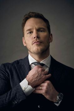 Chris Pratt in a suit Peter Quill, Star Lord, Chris Evans, Actor Chris Pratt, Man Thing Marvel, Hollywood Actor, Hollywood Actresses, Guardians Of The Galaxy, Chris Hemsworth