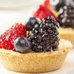 Reteta de mini tarte cu fructe Food Cakes, Blackberry, Biscuit, Cake Recipes, I Love, Pie, Cakes, Easy Cake Recipes, Kuchen