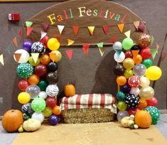 Outdoor PTO Family Fall Festival photo Opp set up! Halloween Carnival, Fall Halloween, School Carnival, Carnival Ideas, Halloween Ideas, Fall Carnival Games, Fall Festival Booth, Fall Festival School, Fall Photo Booth