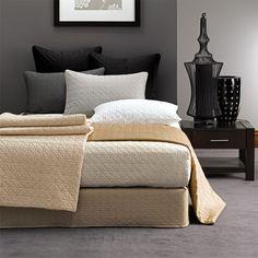 Modern Bedroom Ideas with Elegant Bed Linen Making Charming Bedroom Ideas with Bed Linen Sets Brown Bed Linen, Bed Linen Sets, Monochrome Bedroom, Modern Bedroom, Modern Bedding, New Interior Design, Interior Design Magazine, Linen Bedding, Bedding Sets