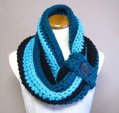 Chunky Bulky Button Crochet Cowl - love the color combination!