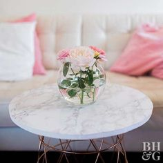 This DIY marble-look table instantly gives any style living roommodern farmhouse contemporary or traditionala chic vibe. Use the wire-basket table as an end table side table or coffee table. This DIY marble-look Diy Table, Marble Coffee Table, Diy Coffee Table, Cheap Home Decor, Table, Diy Marble Table, Contemporary Home Decor, Diy Marble, Coffee Table