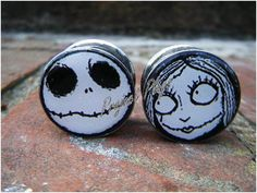 Nightmare Before Christmas Jack and Sally, Custom Plugs Body Jewellery, Ear Jewelry, Jewlery, Jewellery Earrings, Jewelry Box, Christmas Earrings, Christmas Jewelry, Body Piercings, Piercing Tattoo