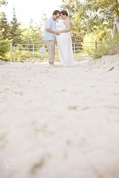 38e32970593 Kate   Ben Maternity Portrait Session in Prince Edward County