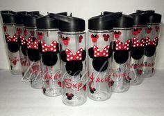Mickey Mouse Water Bottle, Disney Water Bottle, Mickey Mouse Cups, Disney Cups, Disney Diy, Disney Crafts, Disney Ideas, Disney Mickey, Vinyl Tumblers