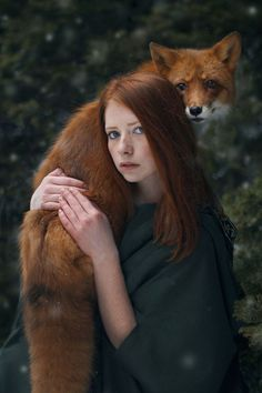 Lady in a green dress with red hair holding a red fox. Beautiful pic with the green foliage in the background! So pretty! From Surreal photos. Beautiful Creatures, Animals Beautiful, Cute Animals, Magical Creatures, Beautiful Women, Fantasy Photography, Portrait Photography, Friend Photography, Photography Women