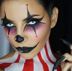 Halloween makeup is so much fun. You have so much room for creating unique sexy and/or scary Halloween looks. From horror makeup to cute and fun looks, there are hundreds of fun makeup designs for Halloween.For those of us who love to experiment with make Visage Halloween, Halloween Makeup Clown, Scary Clown Makeup, Halloween Contacts, Scary Clowns, Halloween Makeup Looks, Halloween Looks, Scary Halloween, Halloween Costumes