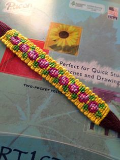 Vintage Flower Friendship Bracelet Pattern Number 6197 - For more patterns and tutorials visit our web or the app!