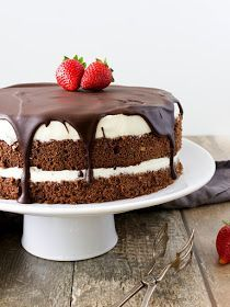 I& been making Mischa& cake several times, and I& always had great success.- Míša dort jsem dělala už několikrát a vždycky měl velký úspěch. Pokud… I& been making Misha& cake several times and always … - Poke Cakes, Lava Cakes, Sweet Desserts, Sweet Recipes, Fitness Cake, Baking Recipes, Cake Recipes, Czech Recipes, Food Obsession