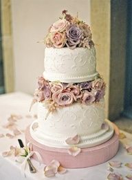 beautiful floral #wedding cake with a distinct #vintage feel http://www.finditforweddings.com