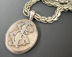 Fabulous Victorian Mourning Locket Symbolizing by worn2perfection, $175.00