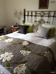 20 Color Embroidery Bed Wrap Cover and Pillow Models - Home Arragement Hand Embroidery Videos, Embroidery Stitches, Bedroom Colors, Diy Bedroom Decor, Home Decor, Sheet Curtains, Bed Wrap, Designer Bed Sheets, Bed Runner